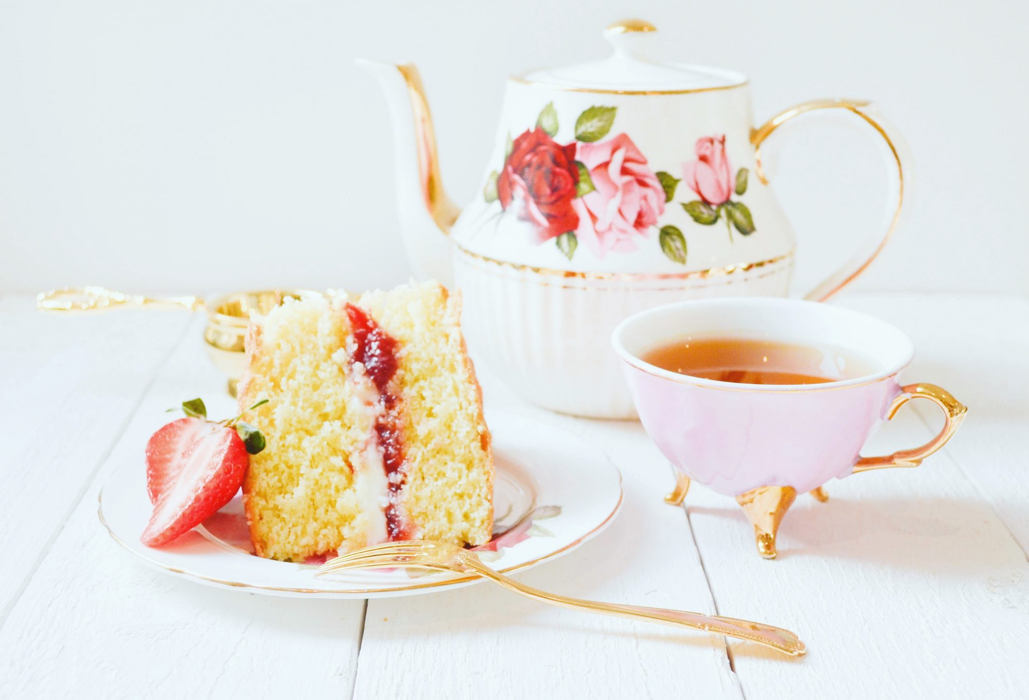 afternoon tea victoria sponge cake tasse de the gouter