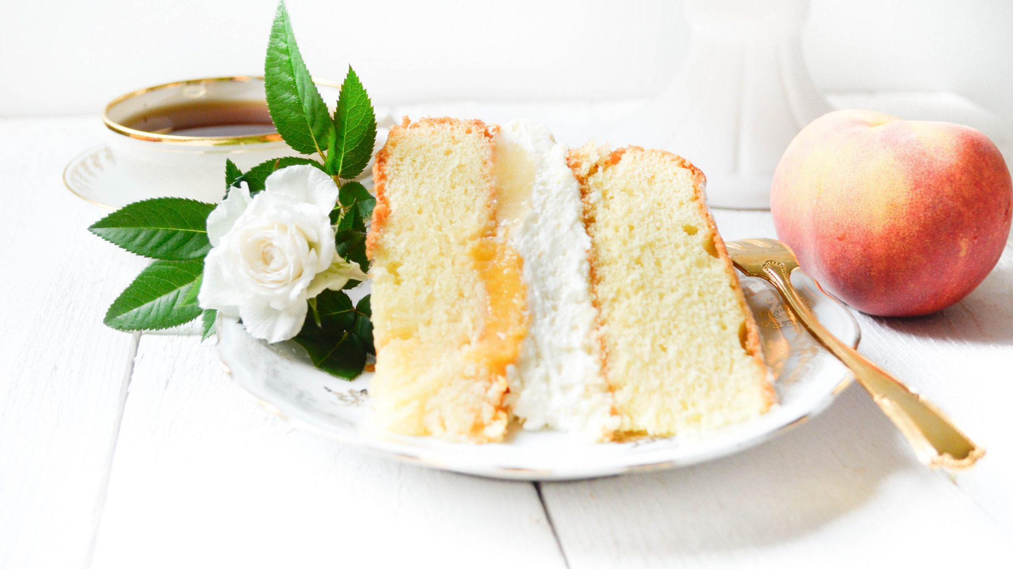 peach victoria sponge cake mascapone peche sirop part sandwich