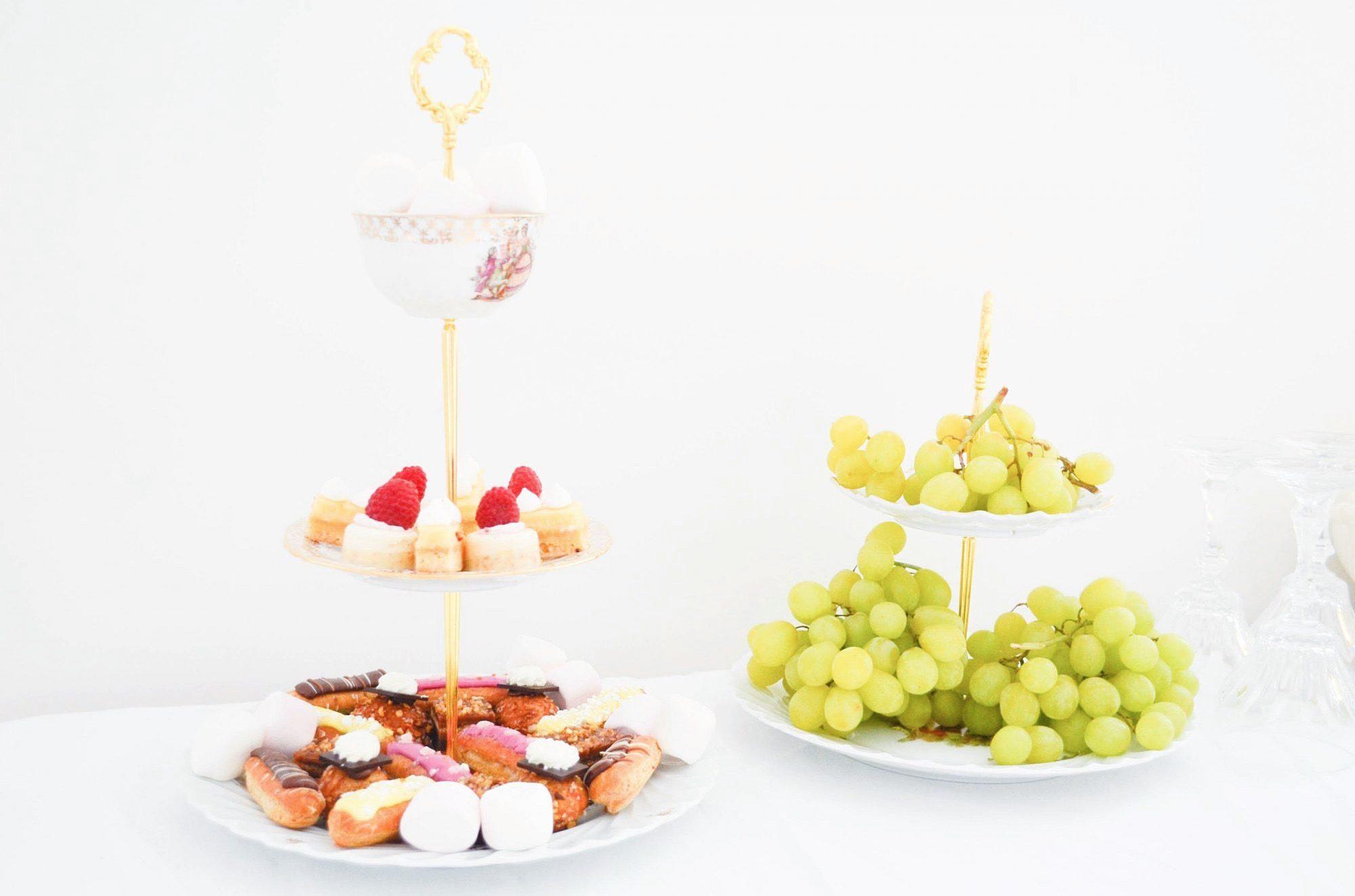 cakestand raisin bal de versailles sandwiches au concombre mignardises picard