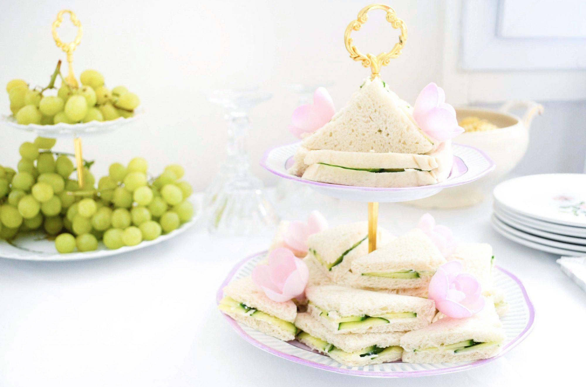 cakestand raisin bal de versailles sandwiches au concombre