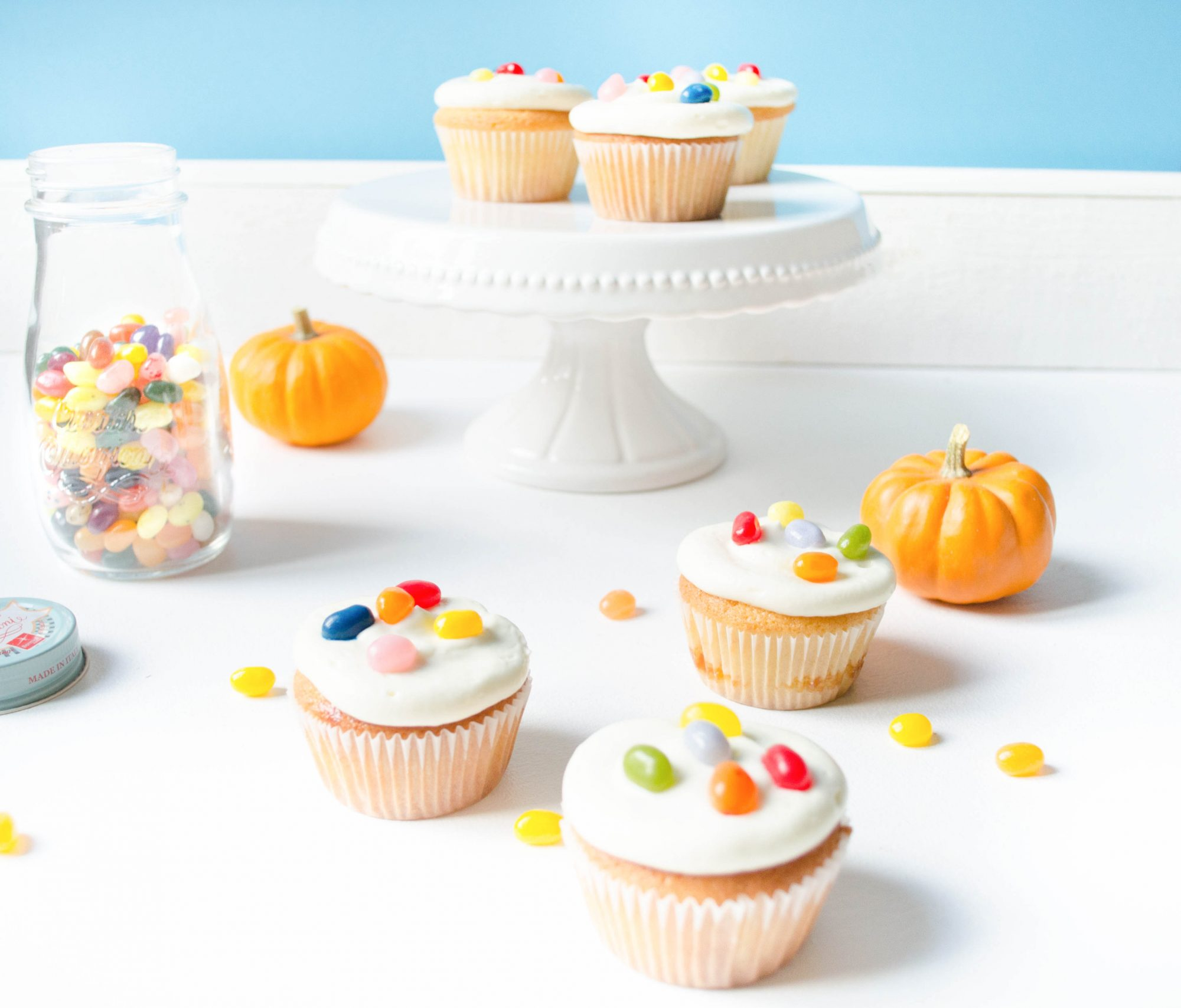 trick-or-treat-cupcakes-vanilla-jelly-beans-halloween